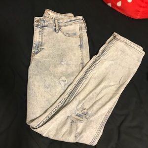 MUST GO🌼 Hollister Size 0 Boyfriend Jeans